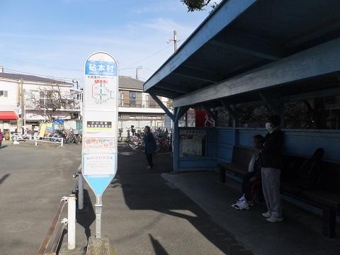 砧本村バス停