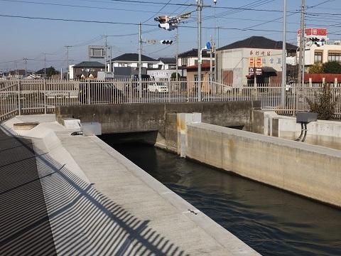 武蔵水路・長野伏越吐口