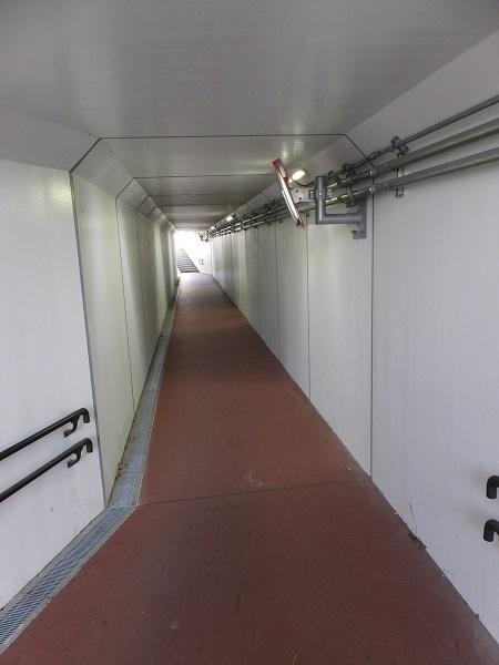 JR高崎線を潜る地下道
