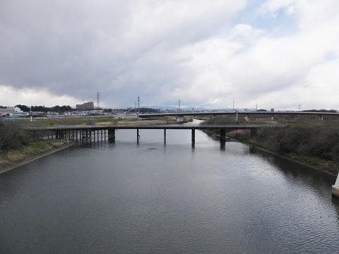 朝霞水門より内間木橋・新河岸川を望む