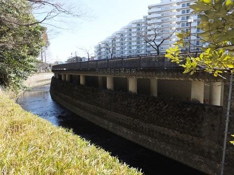 妙正寺川第一調節池越流堤