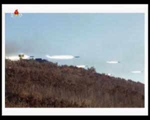 20161211 경애하는 김정은동지께서 조선인민군 제525군부대직속 특수작전대대 전투원들의 전투훈련을 지도하시였다mp4_000274836