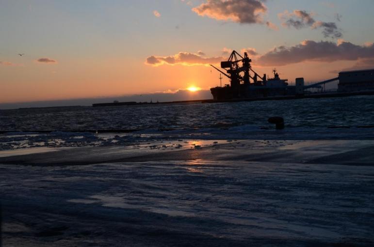 釧路 港からの夕日・・・