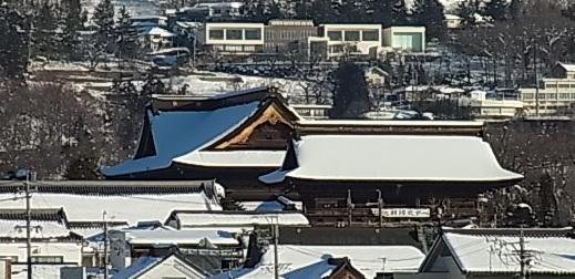 雪の朝の善光寺