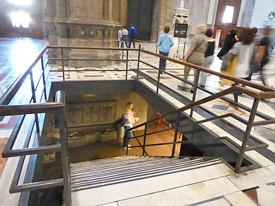 地下へ行く階段