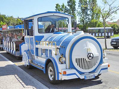 観光用のシャトルバス