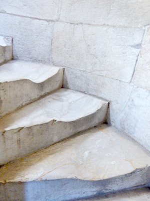 階段がすりへってる