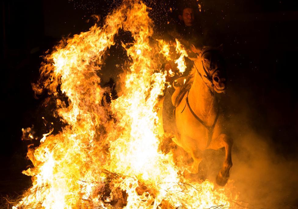 2017 lu 「ルミナリアス」 i 炎の中を馬が駆け抜ける
