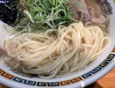 坊也哲 年越しラーメン(麺のアップ)