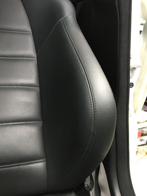 レザーシート 擦れ補修 ベンツ C63 AMG