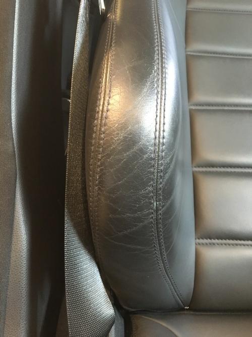 レザーシート ひび割れ補修 ベンツC63 AMG