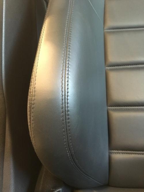 レザーシート 劣化ひび割れ補修 ベンツC63 AMG