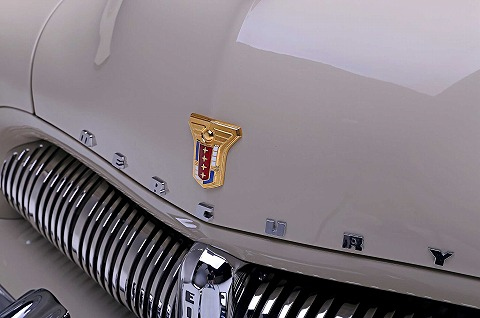 1949-mercury-eight-hood-emblem.jpg
