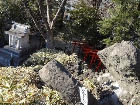 釈迦の割れ石