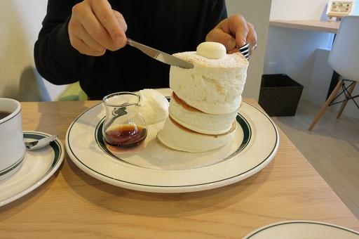 2-10パパパンケーキ支える