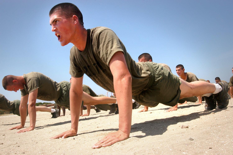 Marines_do_pushups_20161210075358782.jpg