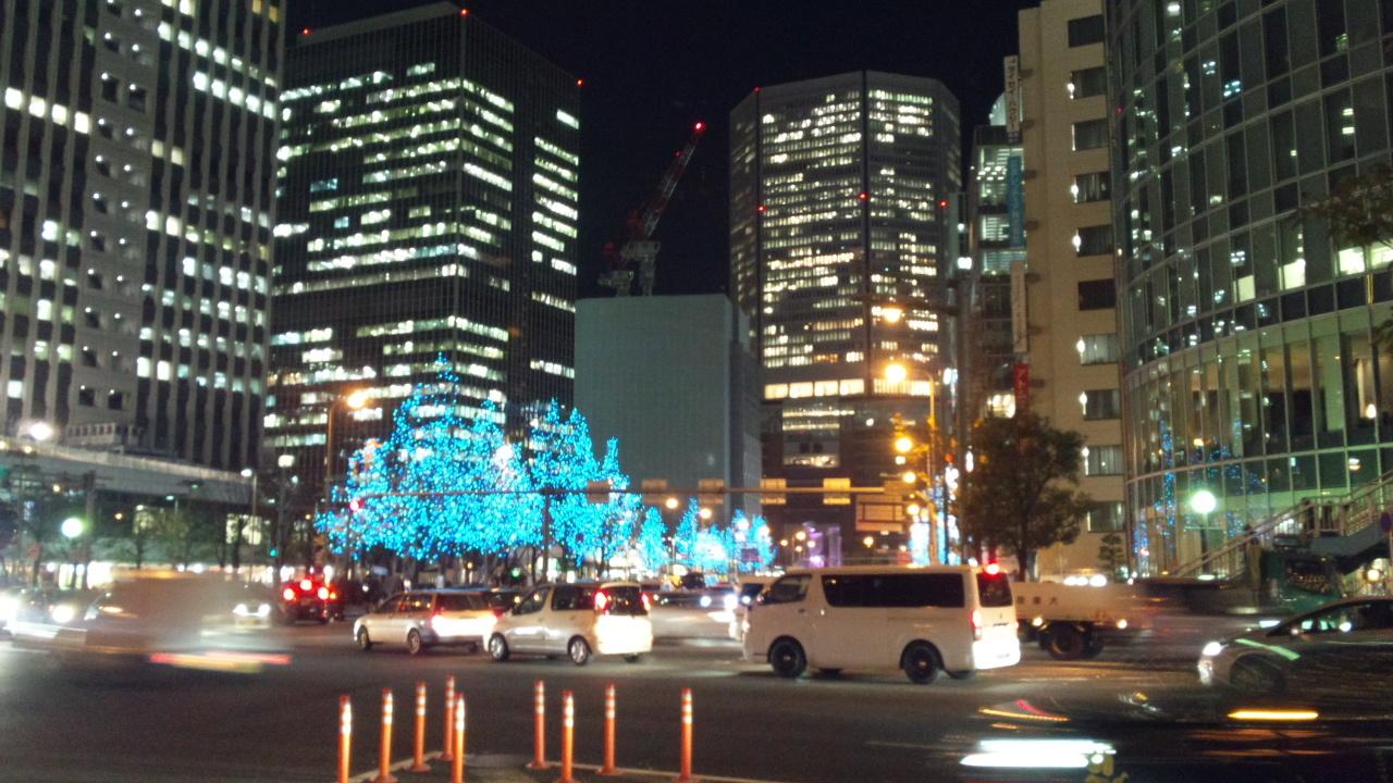 ザ・フェニックスホール前から大阪駅方面