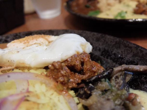 スパイシー半熟玉子と炭焼きひね鶏スパイスオイル漬