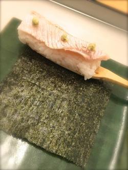 Oshinogi(Hand-rolled sushi)