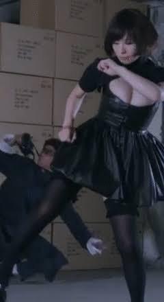 【悲報】椎名林檎さん(37)、とんでもない衣装を着る