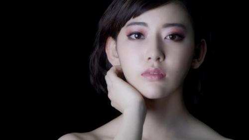"""宮脇咲良""""キレイにカッコよく""""変身!驚愕のメイクトリックにも挑戦"""