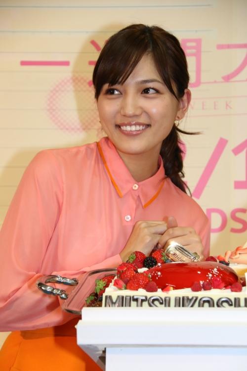 川口春奈:チョコレートケーキに大興奮「甘いもの大好き」 バレンタインの苦い思い出も