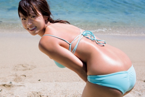 深田恭子さん、(34)になったにも関わらず未だに水着グラビアを撮り続ける