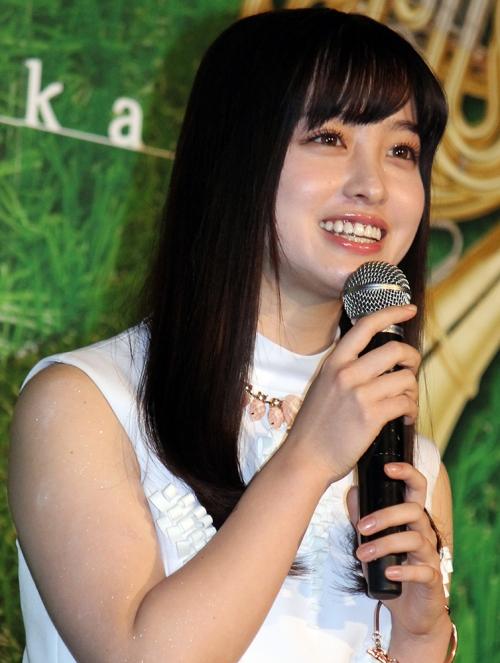 """橋本環奈、グループ解散で「AKB48入り?」と臆測する声 """"二の腕むっちりPPAP""""にファン大興奮!"""