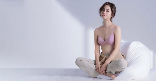 """佐々木希、美バストを披露 """"ぷるんと美胸""""にうっとり"""