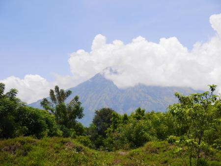 アメッド近辺からアグン山