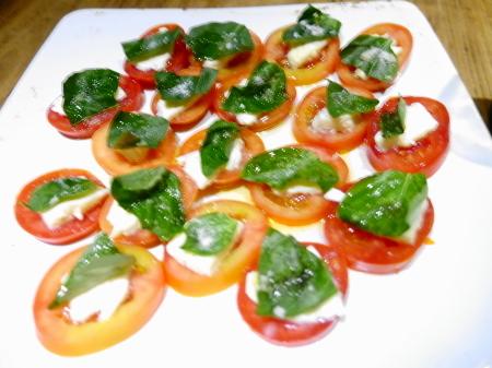 トマトモッツアレラサラダ