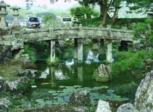 №16・「居館庭園」の名残りの池