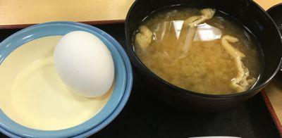 松屋フーズ プルコギ定食 生卵と味噌汁