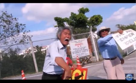 【動画】沖縄サヨクの米軍関係者への執拗な嫌がらせ(普天間基地)子供が車に乗っていても・・ [嫌韓ちゃんねる ~日本の未来のために~ 記事No14087 (1)