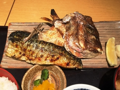 161216魚盛堂島アバンザ店焼魚定食850円サバ塩と鯛の頭