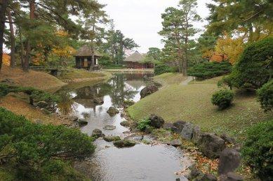 女滝から見た楽寿亭と御茶屋御殿