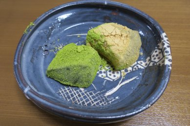 わらび餅on鼠志野四方鉢