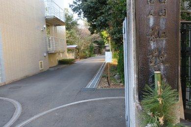 和敬塾の門