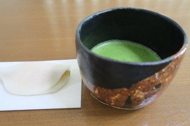 和太守卑良 彡文赤彩茶碗写しと花びら餅