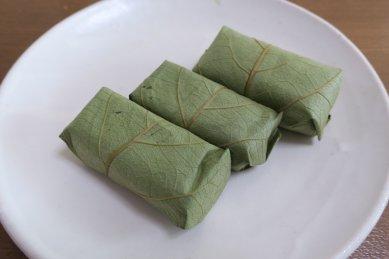 柿の葉寿司 on 粉引皿