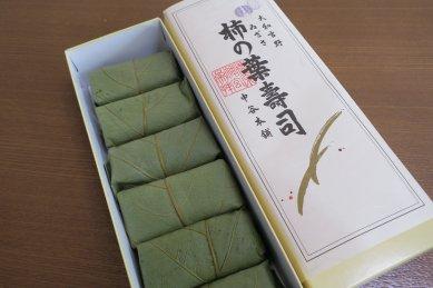 柿の葉寿司・開封
