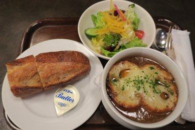 オニオンスープ(パン・サラダ付)@690円