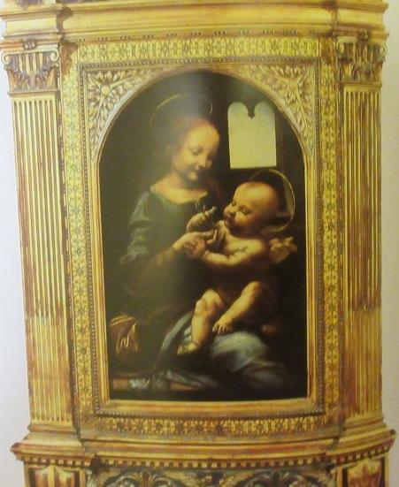 ダヴィンチ花を持つ聖母(ブヌワの聖母)