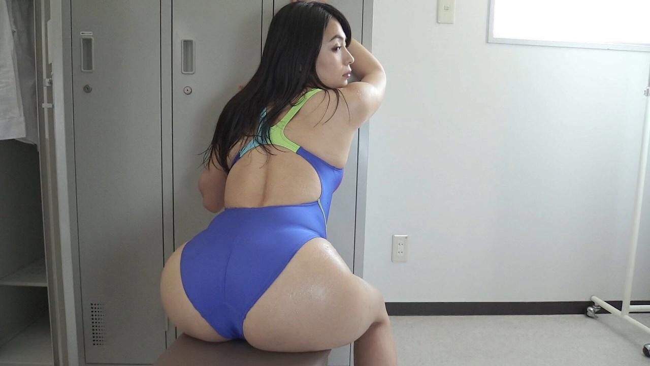 川村ゆきえのイメージビデオキャプチャ画像(競泳水着を着てお尻を突き出してる川村ゆきえ)