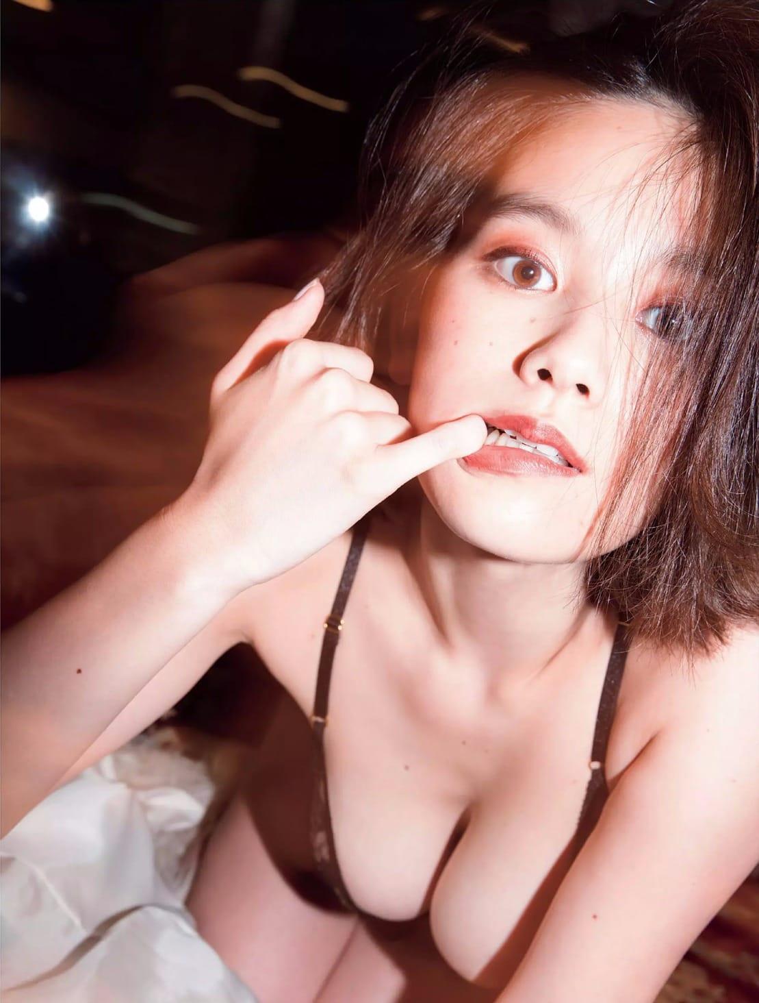 「FLASH (フラッシュ) 2016年 12/6 号」筧美和子の下着グラビア
