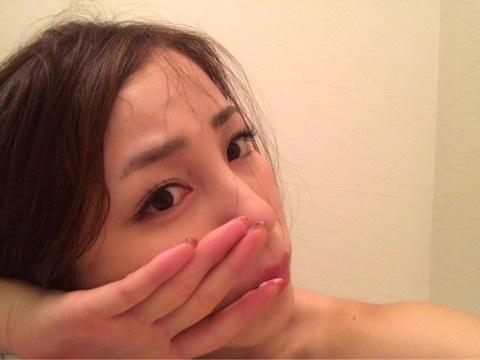 入浴中の吉川友