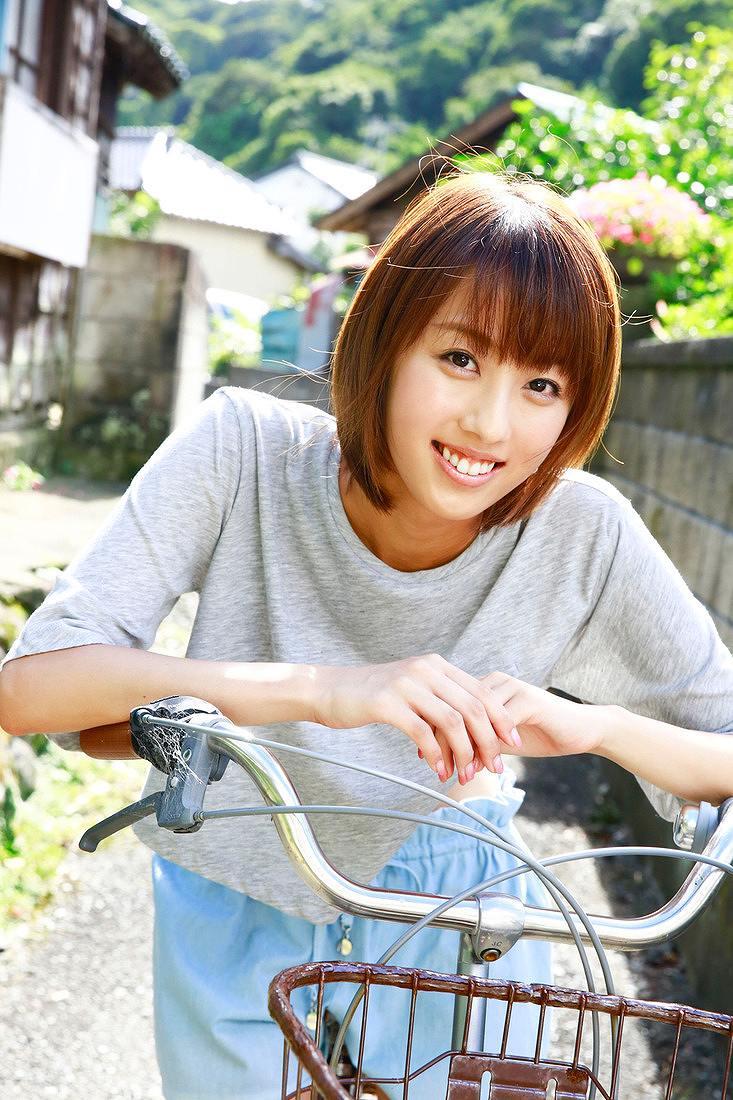 「週刊プレイボーイ 2016年 49号」竹内紫麻の着衣グラビア