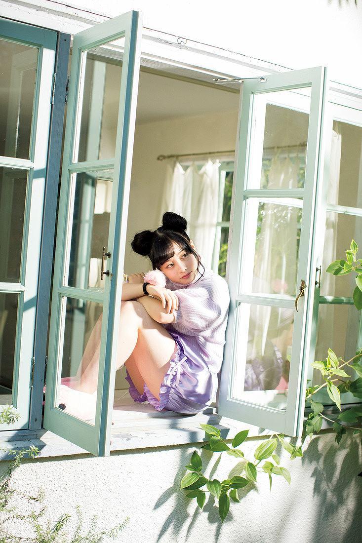 「ヤングマガジン 2016年 12/5 号」橋本環奈のショートパンツ太ももグラビア