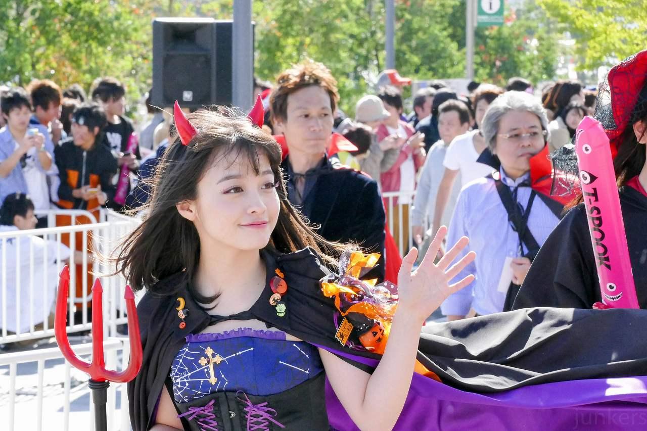 お台場ハロウィンパレードにハロウィンコスプレで登場した橋本環奈