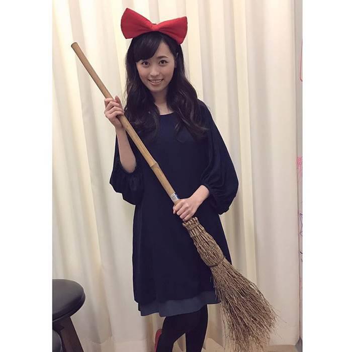映画「魔女の宅急便」キキのコスプレをした福原遥